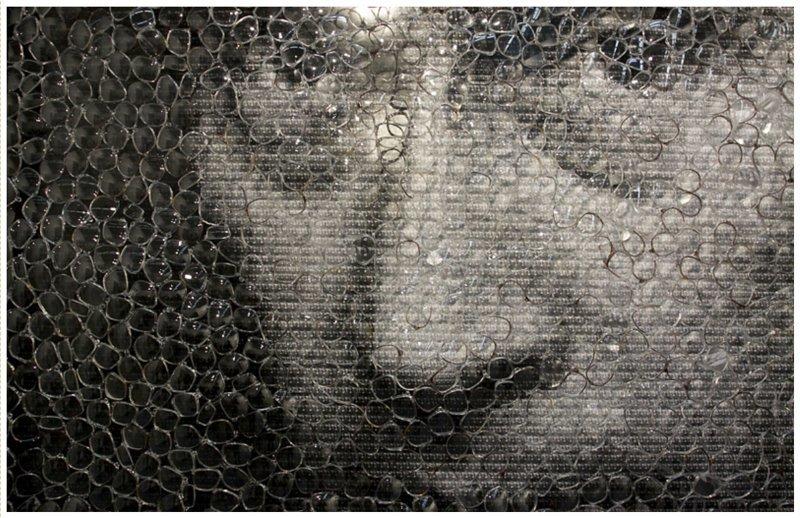 Известный американский художник Дэвид Датуна создал свою инсталляцию из нескольких тысяч изображений Джоконды и линз. Кстати работа была продана на аукционе за более, чем 200 тысяч евро искусство, поклонники, портреты, путин, умельцы