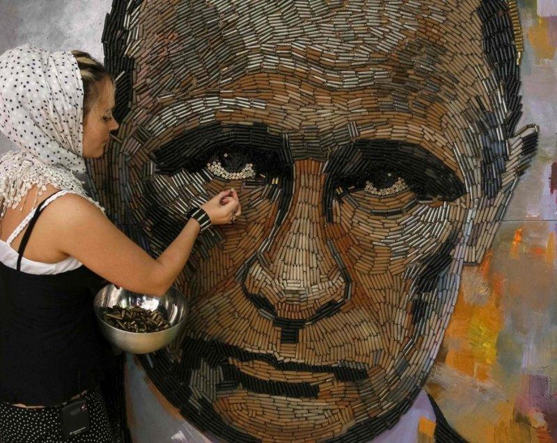 Украинская художница Дарья Марченко создала портрет российского президента Владимира Путина из 5000 гильз искусство, поклонники, портреты, путин, умельцы