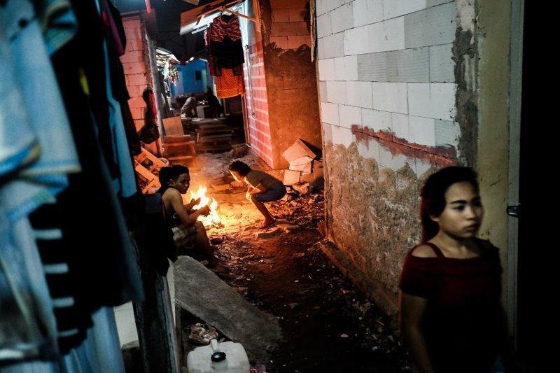 18. После заката бедность, джакарта, железная дорога, индонезия, нищета, репортаж, трущобы