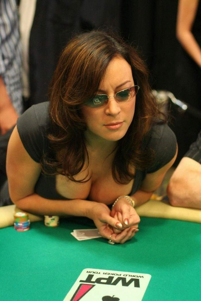 5. Jennifer Tilly  азартные игры, девушки, интересно, покер, покерный стол, фото, юмор
