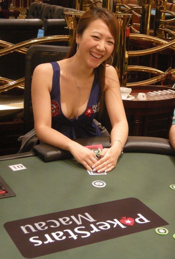 3. Celina Lin азартные игры, девушки, интересно, покер, покерный стол, фото, юмор