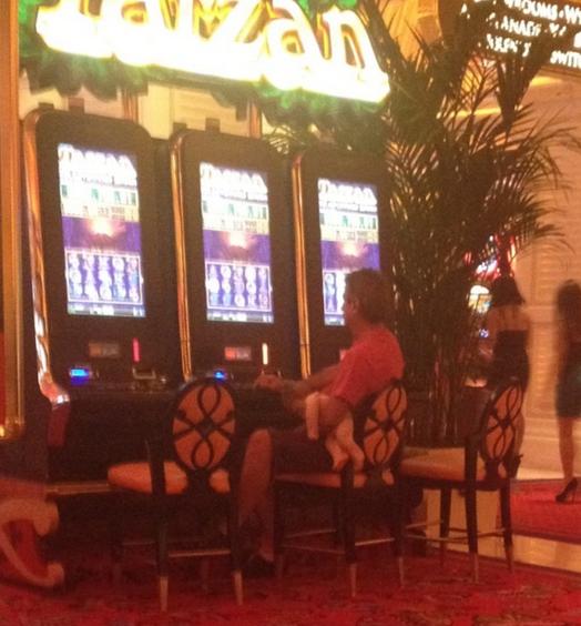 8. То, что было в Лас-Вегасе, остается там же  азартные игры, девушки, интересно, покер, покерный стол, фото, юмор