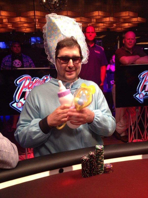 12. Попадаются и совсем странные ребята азартные игры, девушки, интересно, покер, покерный стол, фото, юмор