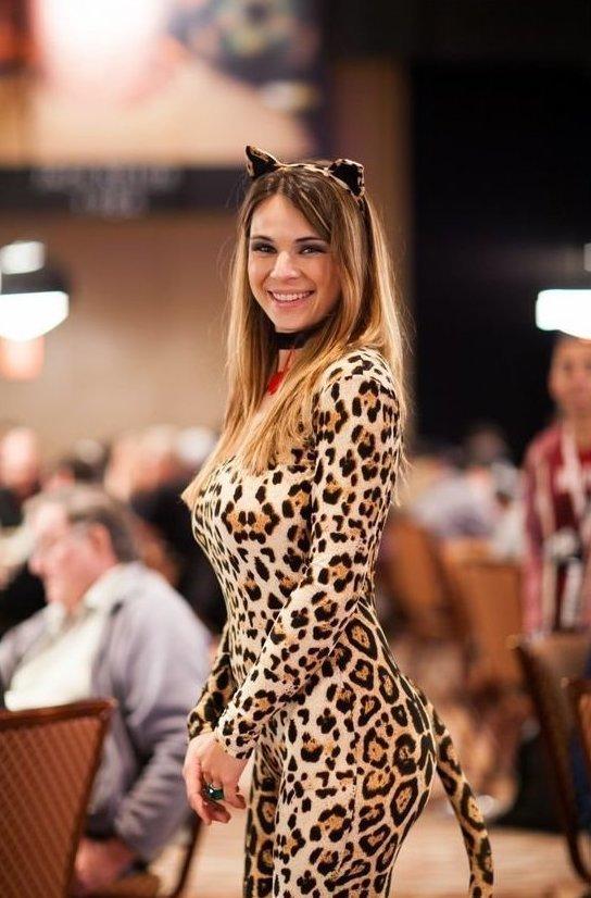 2. Существует много девушек профессиональных игроков в покер  азартные игры, девушки, интересно, покер, покерный стол, фото, юмор