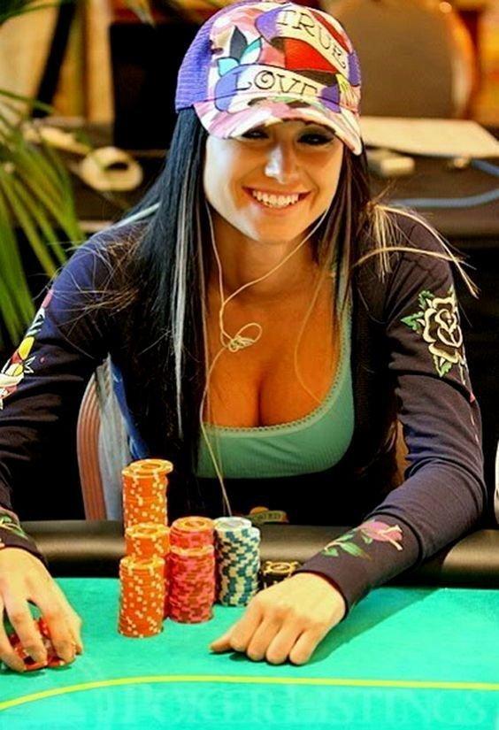 11. Как с ними вообще играть?  азартные игры, девушки, интересно, покер, покерный стол, фото, юмор