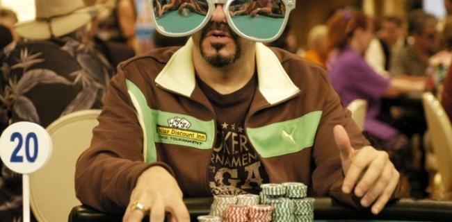 9. Главное, чтобы карты не отражались  азартные игры, девушки, интересно, покер, покерный стол, фото, юмор