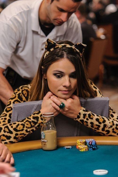 Например,  Tatjana Pasalic азартные игры, девушки, интересно, покер, покерный стол, фото, юмор