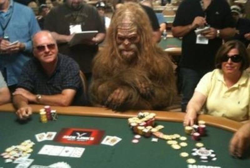 6. Звезды покера часто надевают нелепые костюмы  азартные игры, девушки, интересно, покер, покерный стол, фото, юмор
