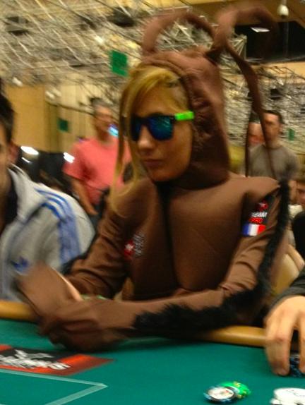 Кого только не встретишь за покерным столом азартные игры, девушки, интересно, покер, покерный стол, фото, юмор
