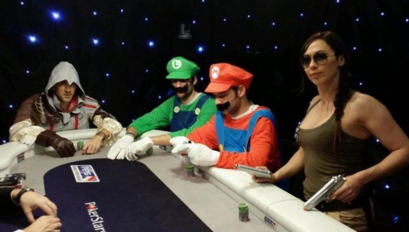 14.  азартные игры, девушки, интересно, покер, покерный стол, фото, юмор