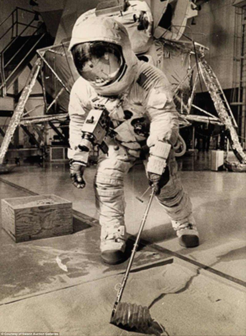 Астронавт в учебно-тренировочном центре Apollo, gemini, nasa, Программа Меркурий, космические запуски, космические миссии, космос, фотоархив