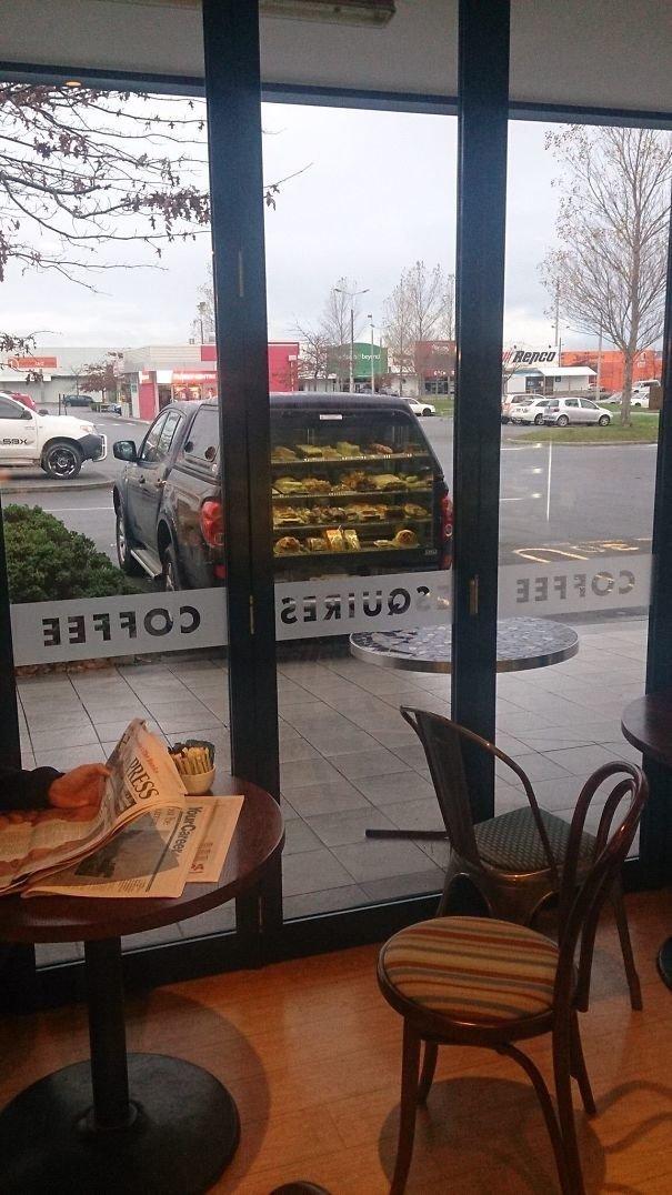 3. Обманчивое отражение булочек иллюзия, люди, мир, обман, показалось, природа, фотография