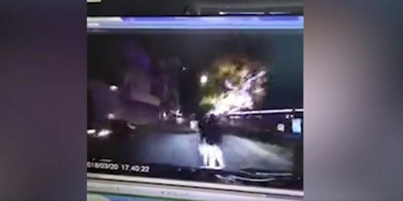 Парочка занималась сексом на трассе, как по ним неожиданно проехал автомобиль ynews, авто, видео, интересное, парочка, смерть, страсть