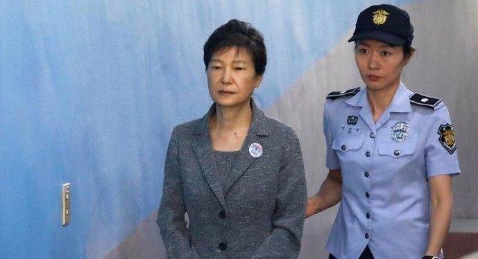 Бывшего президента Южной Кореи посадили на 24 года за коррупцию ynews, Пак Кын Хе, взяточники, коррупция, новости, президент, тебя посудют а ты не воруй, южная корея