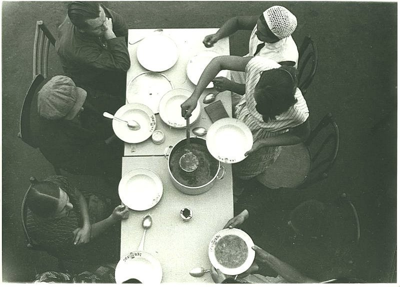 Обед. Фабрика-кухня Дата съемки: 1932 год. Автор: Александр Родченко ретро, россия, черно-белая фотография