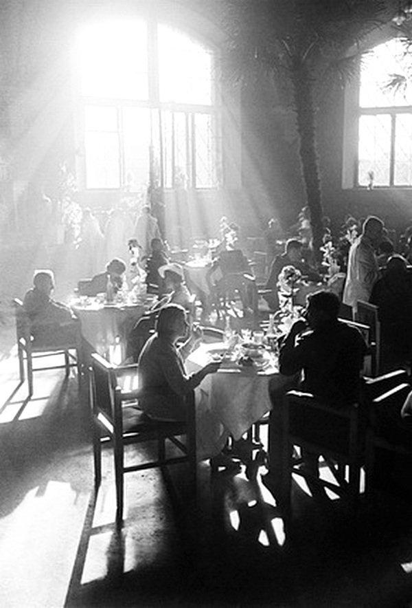 Рабочее кафе. (Ресторан Казанского вокзала). 1937. Автор: Аркадий Шайхет. ретро, россия, черно-белая фотография