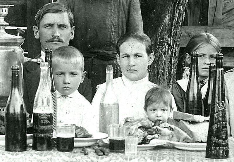 Русское застолье. Неизвестный автор. ретро, россия, черно-белая фотография