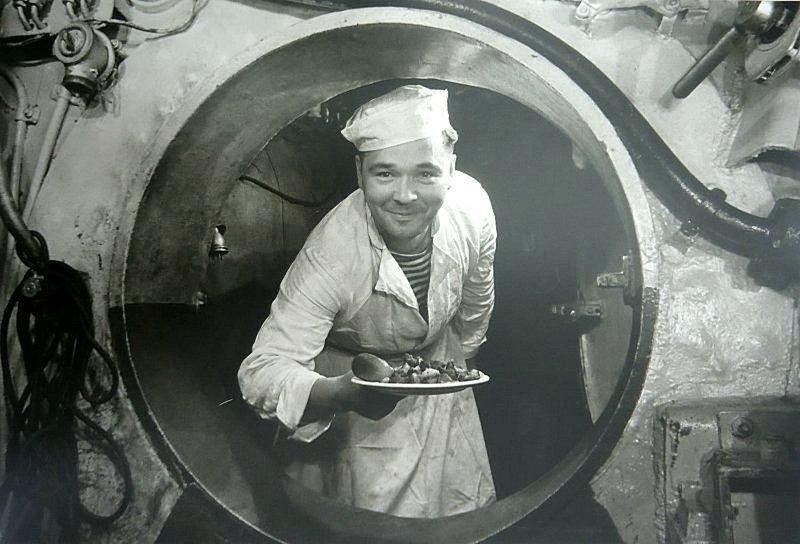 Кок подводной лодки. Дата съемки: 1943 год. Автор: Рафаил Диамент ретро, россия, черно-белая фотография