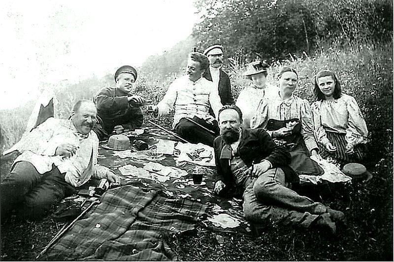 На пикнике. Начало ХХ века. Неизвестный автор. ретро, россия, черно-белая фотография