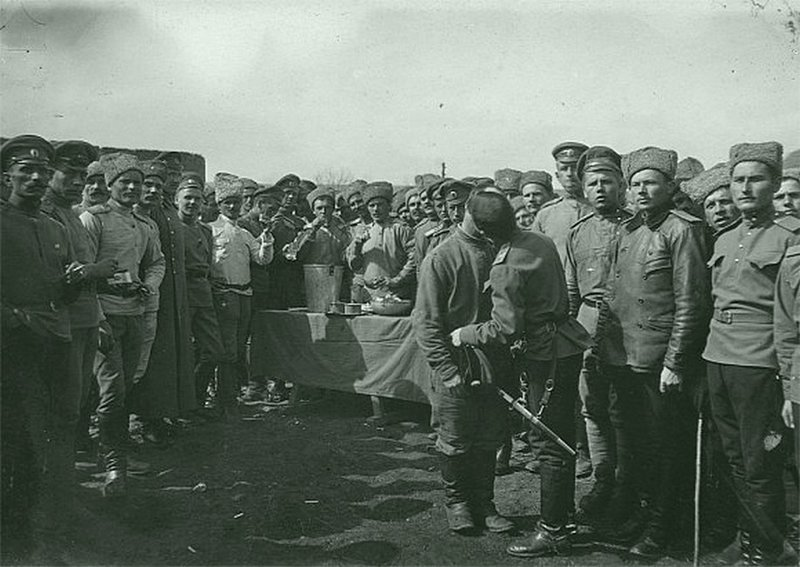 Пасха на позициях. Неизвестный автор. ретро, россия, черно-белая фотография