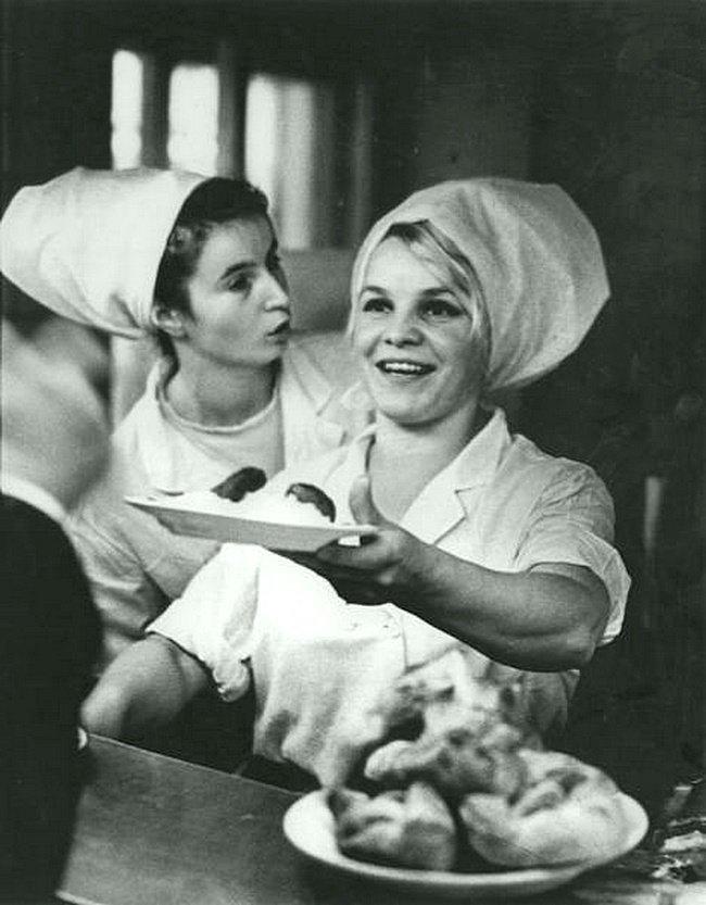«Приятного аппетита !». Дата съемки: 1969 год. Авторы: Свиридова Нина, Воздвиженский Дмитрий ретро, россия, черно-белая фотография