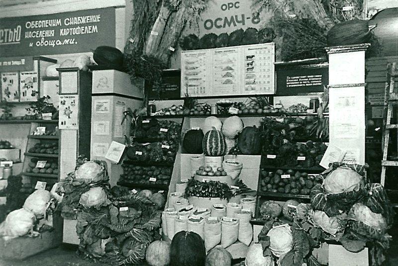 Городская сельскохозяйственная выставка. г. Челябинск. Дата съемки: 1940-е. Неизвестный автор ретро, россия, черно-белая фотография