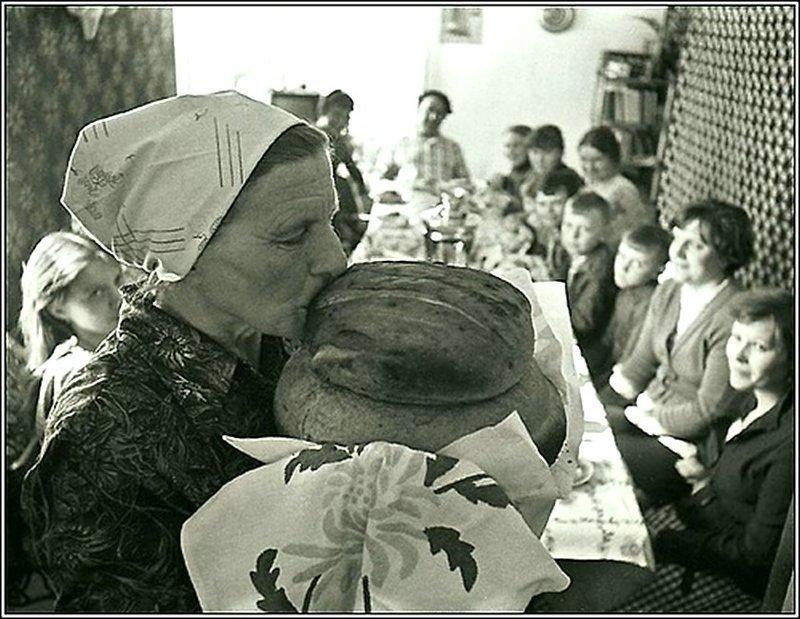 «Хлеб наш насущный.. » Автор: Владимир Ролов ретро, россия, черно-белая фотография