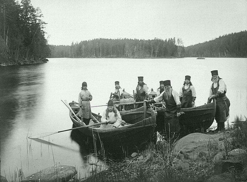 Монахи Валаамского монастыря на рыбалке. Из альбома «Виды Валаамского монастыря». 1887 г. ретро, россия, черно-белая фотография