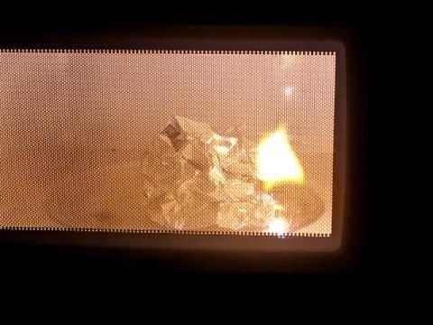 """""""А она должна гореть?"""" микроволновка, популярное, розыгрыш, соцсети, флешмоб, фольга, фото, что творится"""