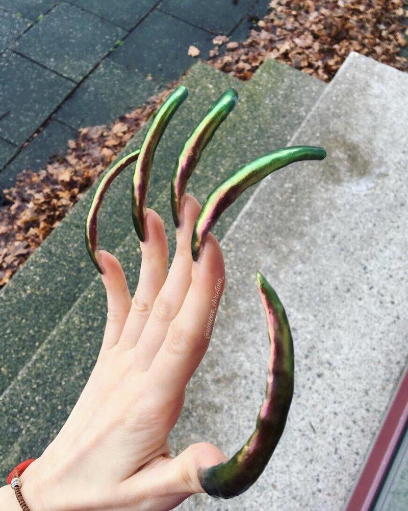 Девушка в течение 4 лет не состригала свои ногти, и вам точно увиденное не понравится Симона Тейлор, в мире, длинные ногти, история, люди, ногти
