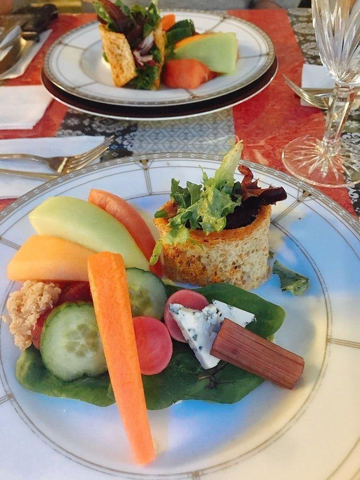«Ворчливый шеф» — это ресторан изысканной французской кухни, который предлагает блюда высокого класса за очень приятную цену в мире, еда, люди, пища, правила, ресторан