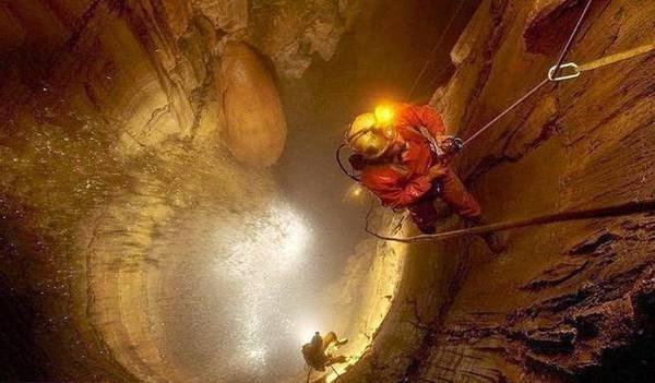 Путешествие к центру Земли: ученые открыли самую глубокую в мире пещеру в мире, земля, наука, пещера, ученные