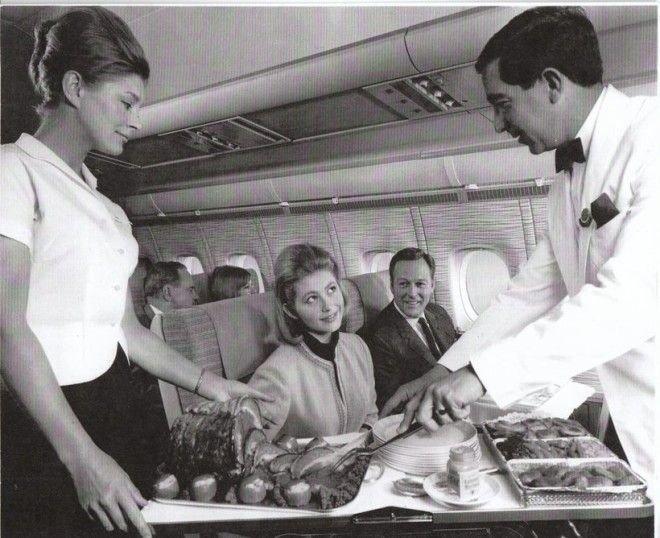 Стюард разрезает окорок Шикарно, богатство, охренели, перелёт, роскошь, самолёт, фото