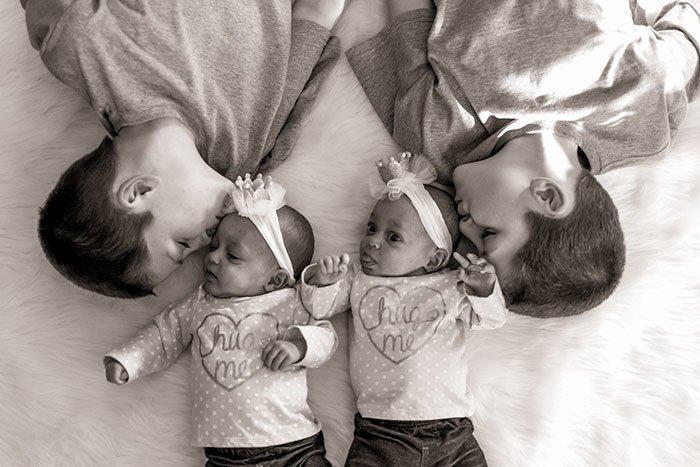 Рождение двух пар близнецов у одной женщины - довольно редкий случай, шансы которого составляют 0,0014 процента Редкий, близнецы, бывает же, вот это да!, идентичные близнецы, родители и дети, рождение детей, шанс
