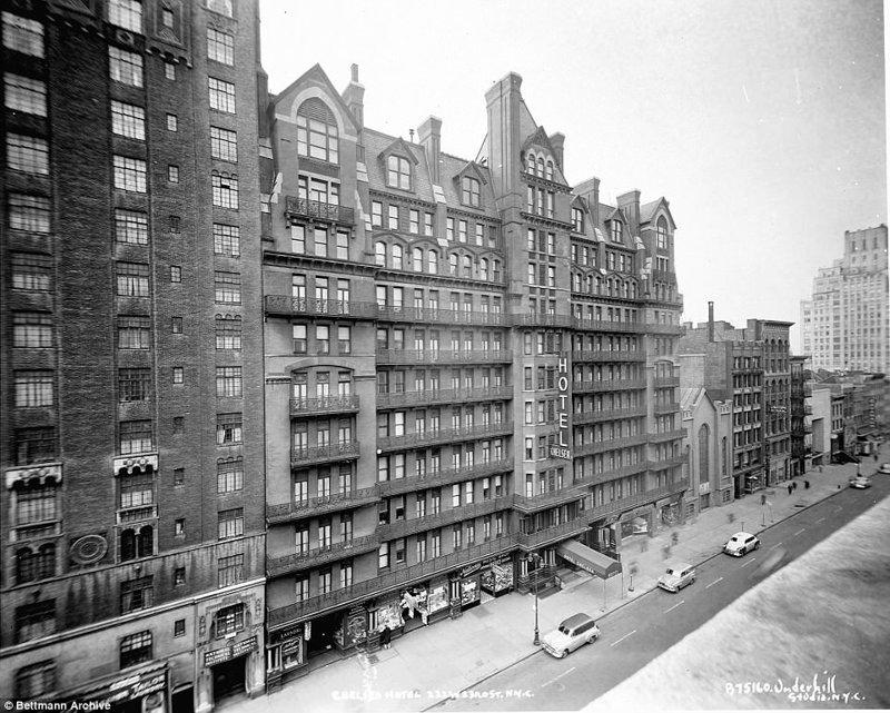 """Здание было построено в Нью-Йорке в 1884 году, и первоначально эксплуатировалось жилищным кооперативом. Однако, проект потерпел банкротство. В 1905 году здесь открыли отель """"Челси"""". Отель, аукцион, знаменитости, история, сид вишез, сша, фото, челси"""