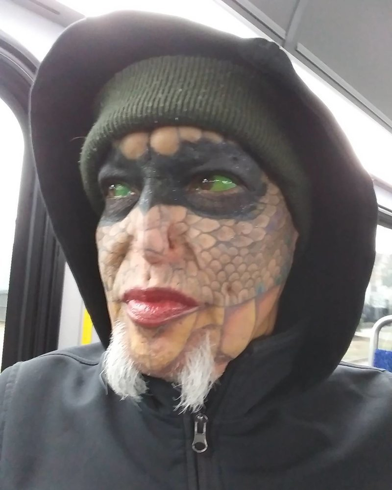 Женщина сделала пластическую операцию, чтобы быть похожей на рептилию в мире, внешность, история, люди, пластика, ящерица