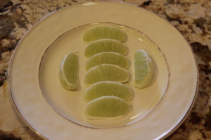 7. Зеленоватые дольки лайма Вопрос ребром, восприятие, кожура, овощи, очищенные, фрукты, фрукты и овощи, ягоды