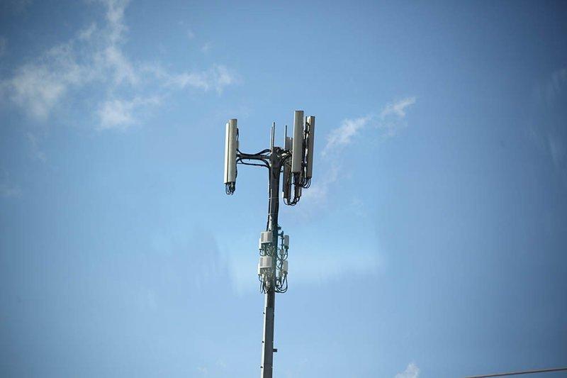 Базовая станция сотовой сети, одна на 50-60 километров. В ходу у бушменов до сих пор автомобильные антенны австралия, в мире, животные, люди, природа, путешествие