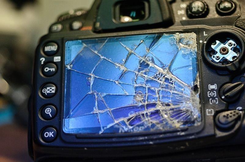 Если упадёт хорошо, то уже никакая защитная крышка не поможет боль, зеркалка, камера, фотография