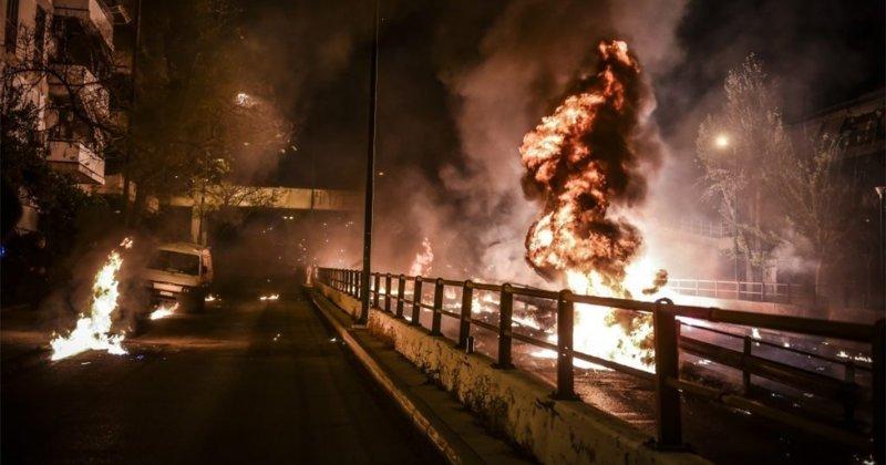 Взрывоопасная Пасха в Греции ynews, в мире, взрыв, видео, греция, новости, пасха