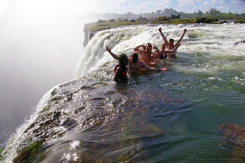 """12. """"Бассейн дьявола"""" на вершине водопада """"Виктория"""" - это возможность поваляться в теплой водичке на верхушке водопада игры, игры для взрослых, идеи для развлечений, интересно, фото"""