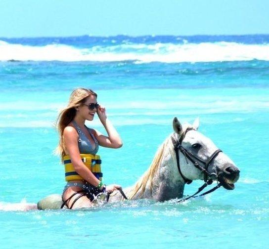 8. На Ямайка можно покататься на лошадях в прозрачной воде игры, игры для взрослых, идеи для развлечений, интересно, фото