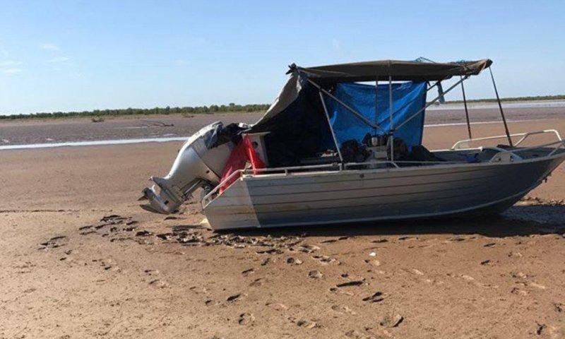 Лодка Алана Джонса села на мель на реке Виктория, кишащей крокодилами  австралия, вертолет, крокодил, лодка, река, рыбак, спасение