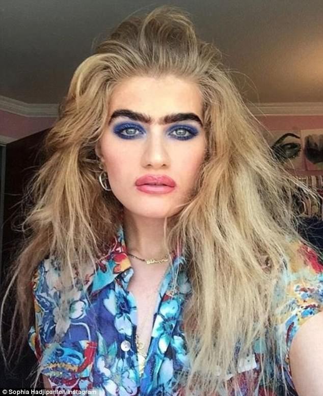 Киприотка прославилась благодаря чёрной моноброви Instagram, Instagram-аккаунты, Популярность, брови, девушка, красота, монобровь, фото