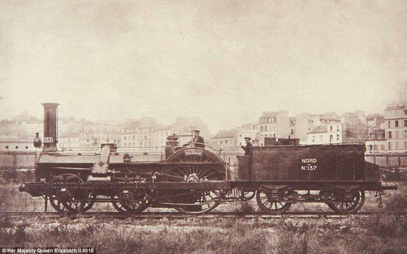 Фотография 1855 года. Часть королевского поезда на линии Chemin de fer du Nord во Франции. англия, исторические кадры, история, колоризированные фото, королева Виктория, королевская семья, редкие фото, фото