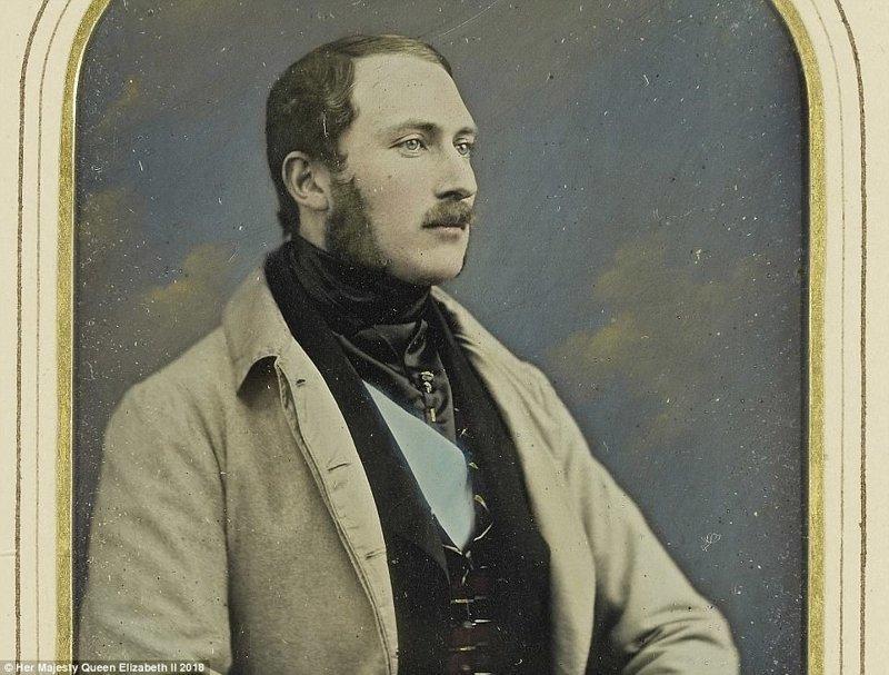 Принц Альберт в 1848 году, фотограф - Уильям Эдвард Килберн. Принц Альберт увлекался фото-искусством, и поддерживал ранних мастеров фотографии. англия, исторические кадры, история, колоризированные фото, королева Виктория, королевская семья, редкие фото, фото