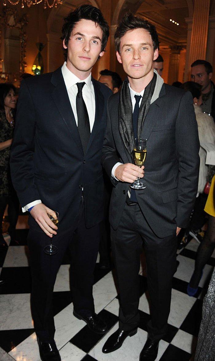 Эдди Редмэйн с младшим братом Томом  актер, брат, голливуд, звезды, знаменитости, сестра, фото