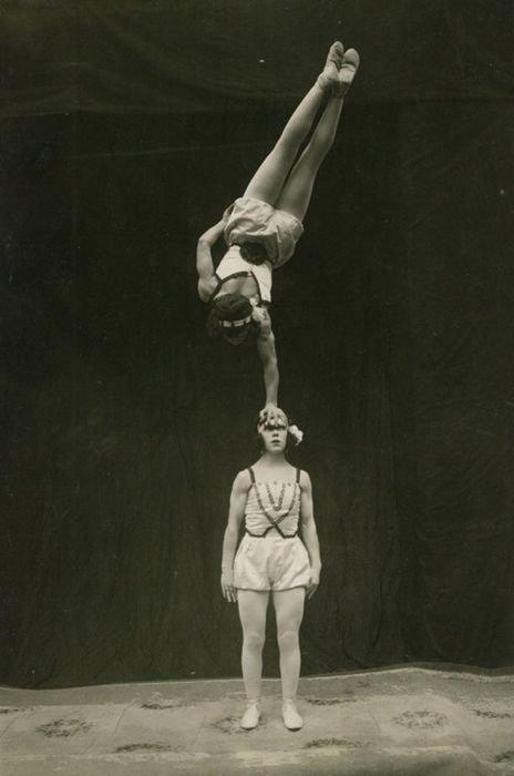 9. Близняшки в цирке - частое явление акробатки, гибкие, гимнастки, девушки, красиво, фото, цирк, циркачки