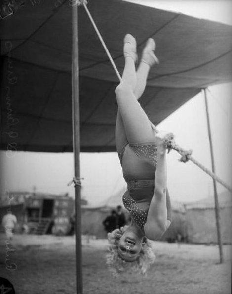 4. Руби Вудс позирует в Лос-Анджелесе, 1935 год акробатки, гибкие, гимнастки, девушки, красиво, фото, цирк, циркачки