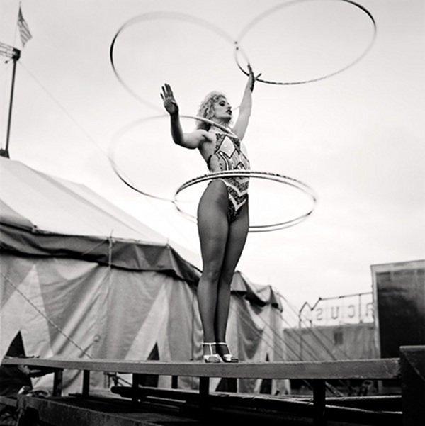 1. Цирки привлекали внимание фотографов не только из-за эксцентричных персонажей акробатки, гибкие, гимнастки, девушки, красиво, фото, цирк, циркачки